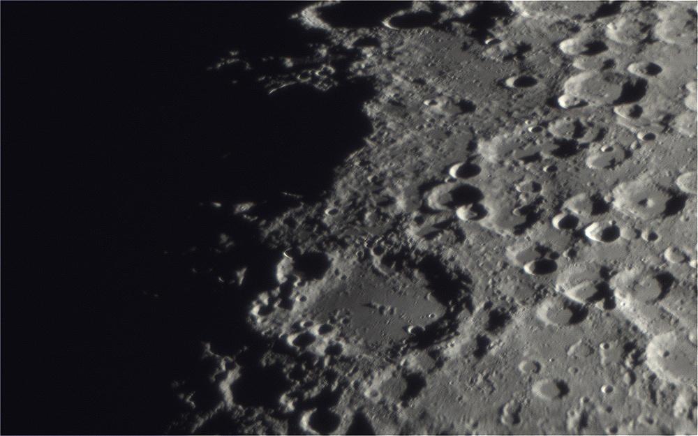 Moon_2018MAR_20_19_23_1920px.jpg
