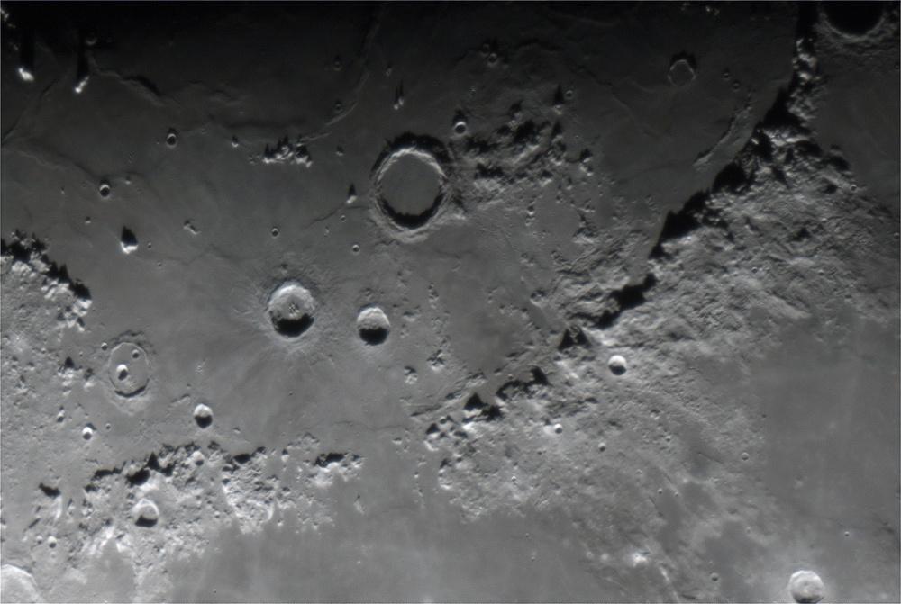 Moon_2018MAR25_21_03_03_2400px.jpg